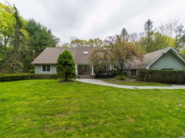 4 BR,  3.50 BTH  Farm ranch style home in Oyster Bay Cove